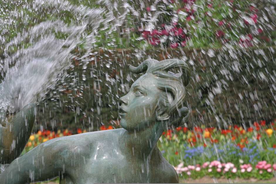 Regent's Park - The Triton Fountain in Queen Mary's Gardens - © Giles Barnard