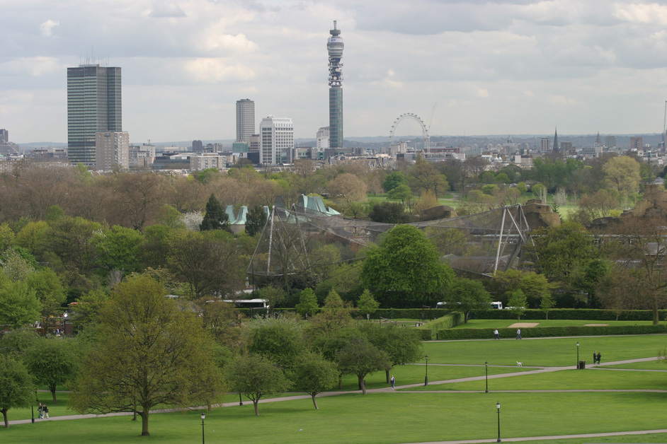 Primrose Hill - The view of London in Summer - © Giles Barnard