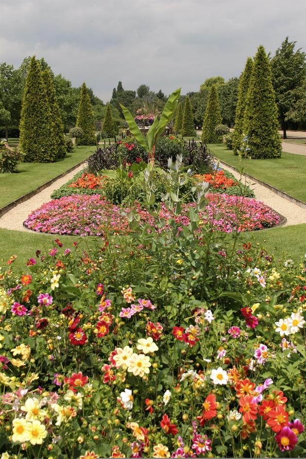 Regent's Park - The Avenue Gardens - © Giles Barnard