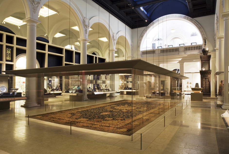 Victoria and Albert (V & A) Museum - Jameel Gallery � Richard Waite