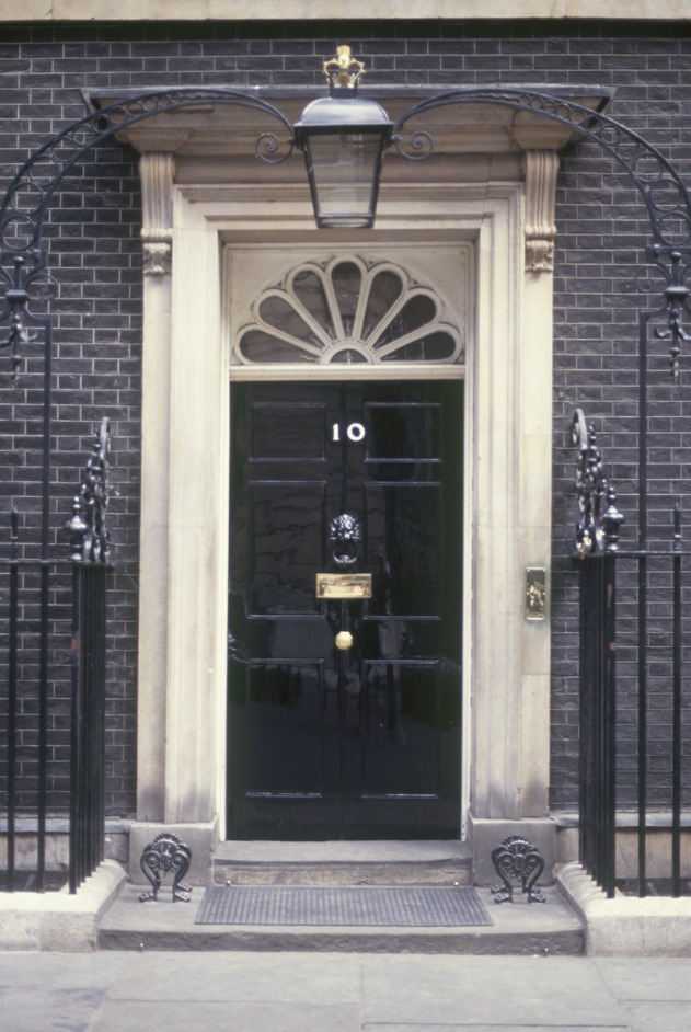 10 downing street london nearby hotels shops and. Black Bedroom Furniture Sets. Home Design Ideas