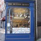 Button Queen hotels title=