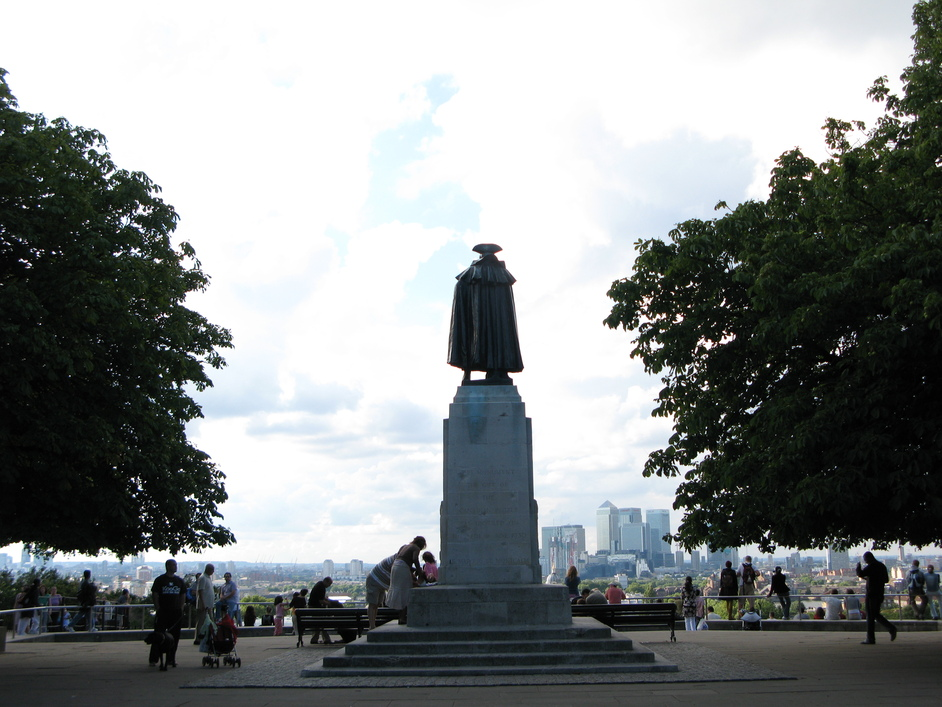 Greenwich Park - Looking down with James Wolfe