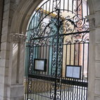 Bevis Marks Synagogue hotels title=