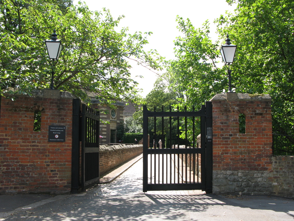 Eltham Palace - Present-day main gates to Eltham Palace