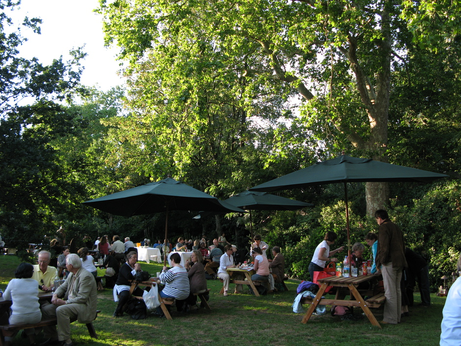 Open Air Theatre, Regent's Park - Picnic Area