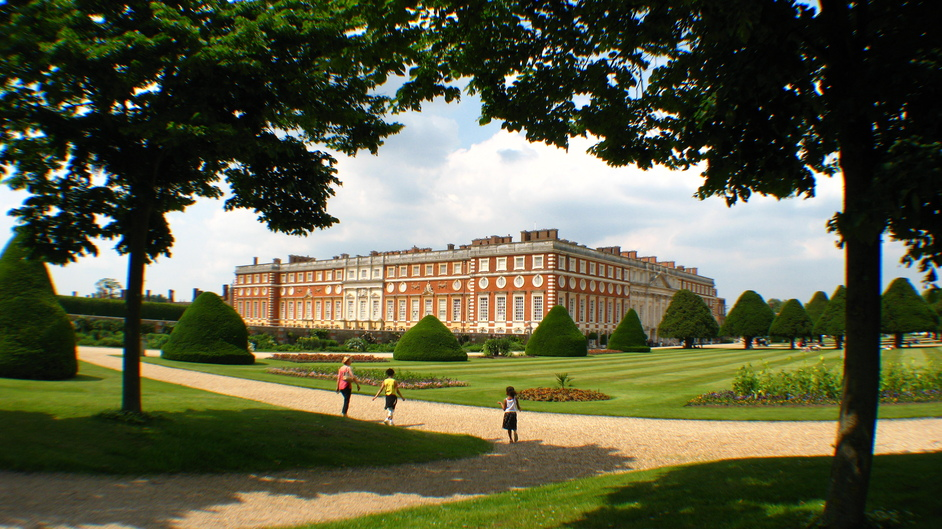 Hampton Court Palace - View of Hampton Court Palace from the Great Fountain Garden