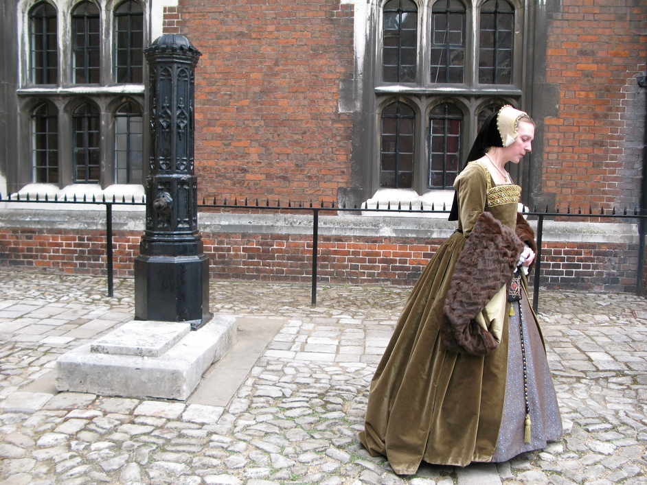Hampton Court Palace - Guide in medieval garb