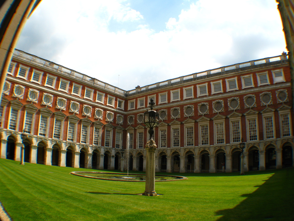 Hampton Court Palace - Fountain Court