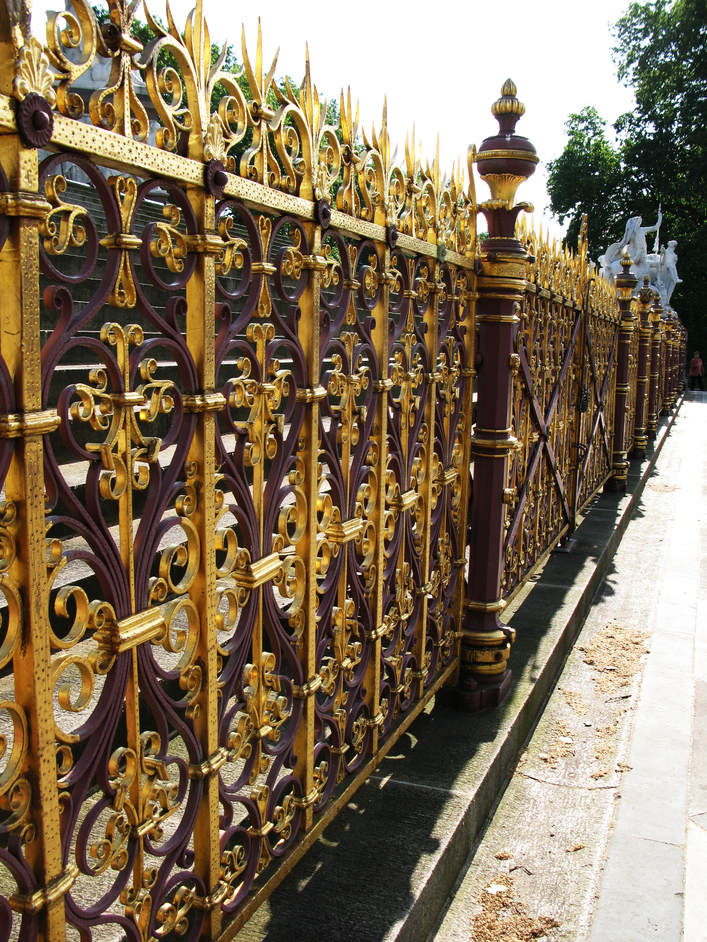 Albert Memorial - The gates that surround the Albert Memorial.