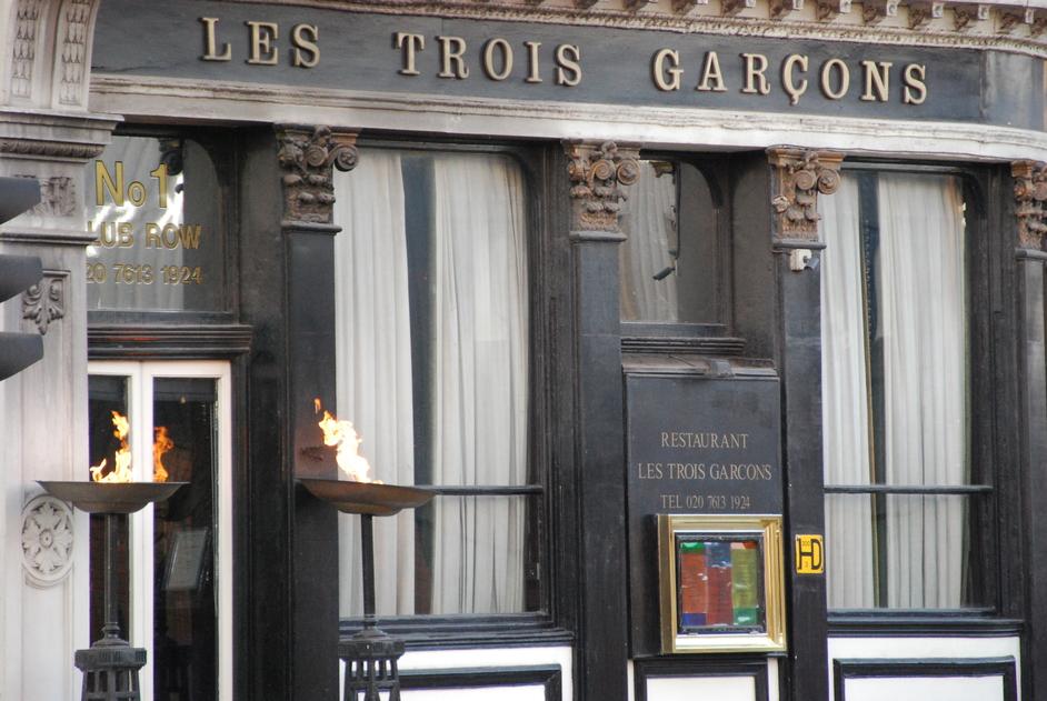 Les Trois Garcons