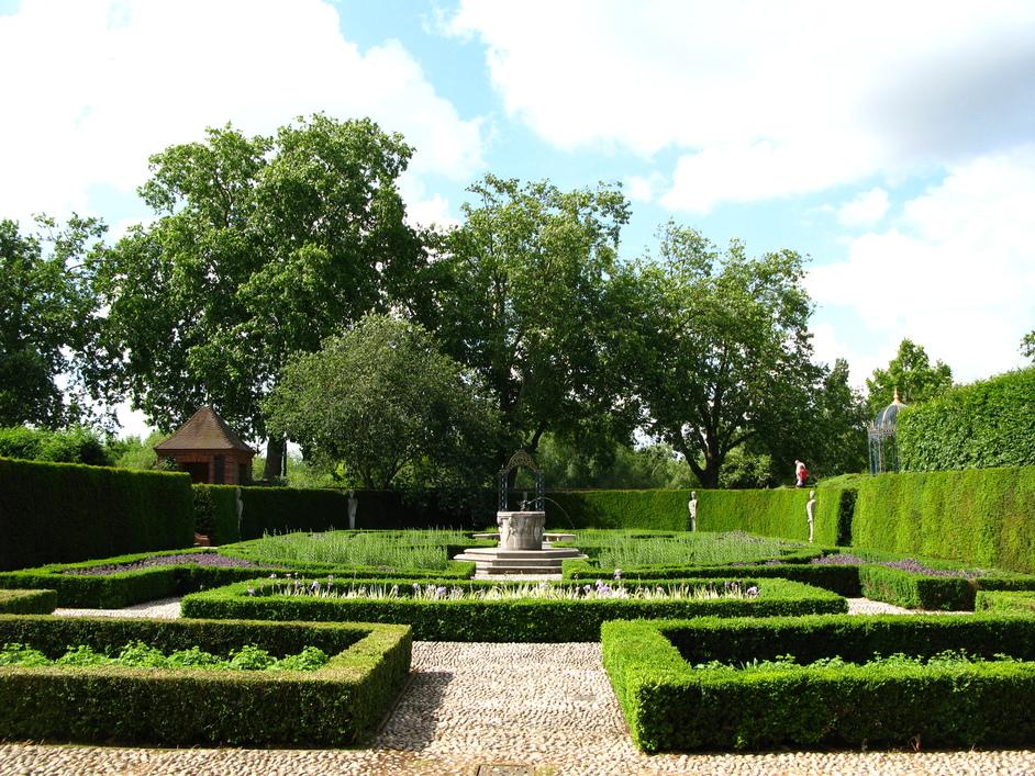 Kew Palace - Garden behind Kew Palace