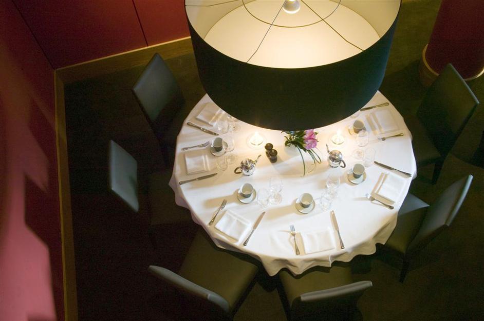 Almeida Restaurant and Bar