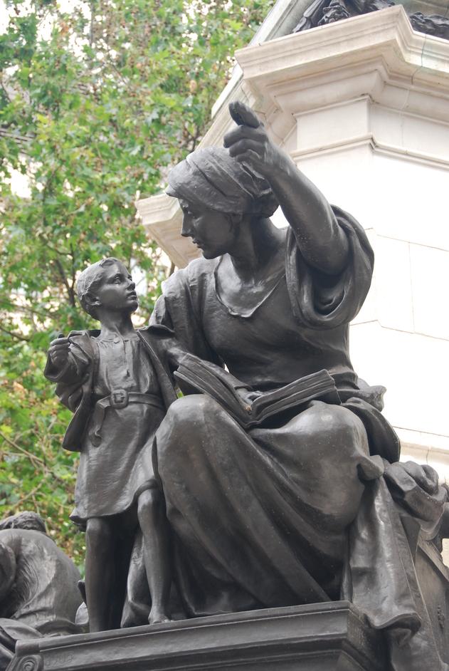 St Clement Danes - Statue Outside St Clement Danes