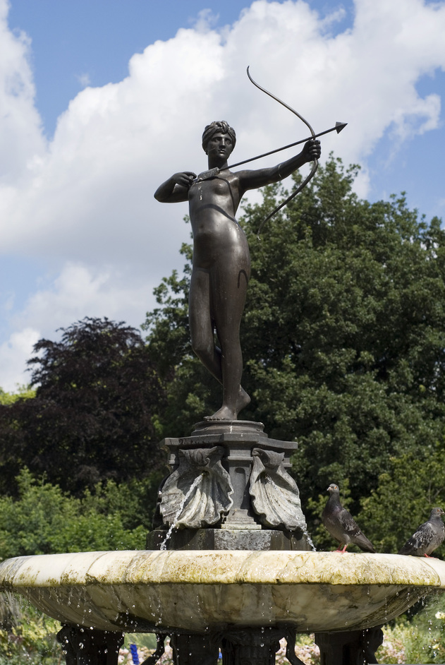 Hyde Park - The Huntress Fountain - © Anne Marie Briscombe