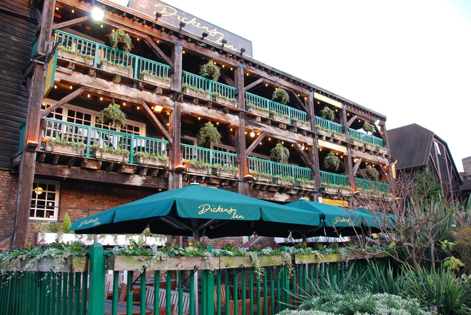 Dickens Inn - Dickens Inn Exterior