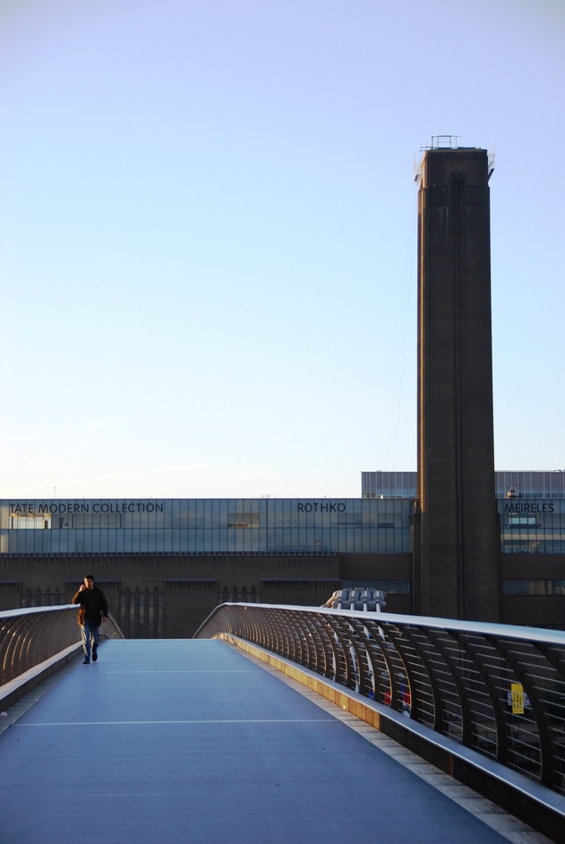 Millennium Bridge - The Millennium Bridge & Tate Modern Art Gallery