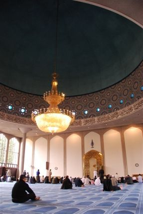 Hotels near london central mosque london for Interior designers central london