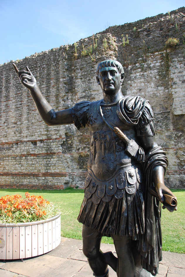 Tower Hamlets - Roman Empreor Trajan Statue By A Surving Part Of The Roman Wall