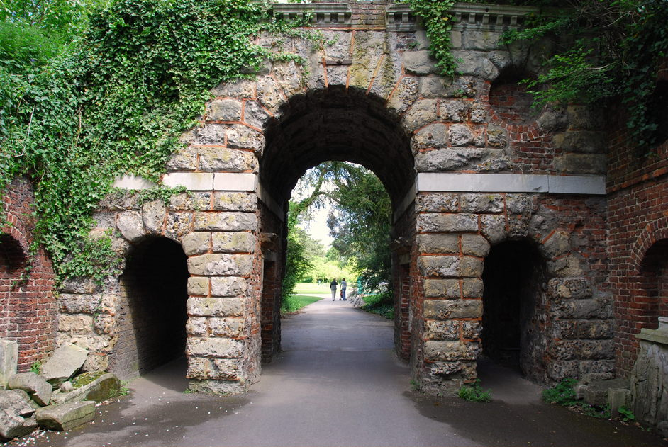 Kew Gardens (Royal Botanic Gardens) - Kew Gardens Sir William Chambers Roman Arch