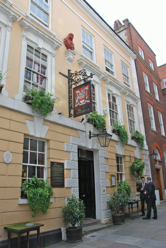 Inns of Court and Royal Courts of Justice - The Deverux Arms