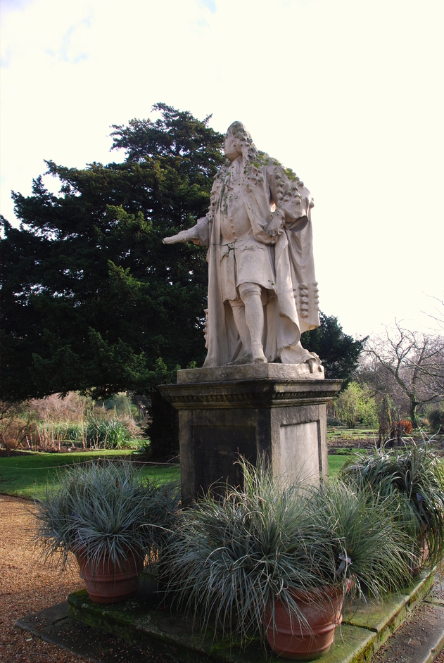Chelsea Physic Garden - Sir Hans Sloane Statue In Chelsea Physic Garden