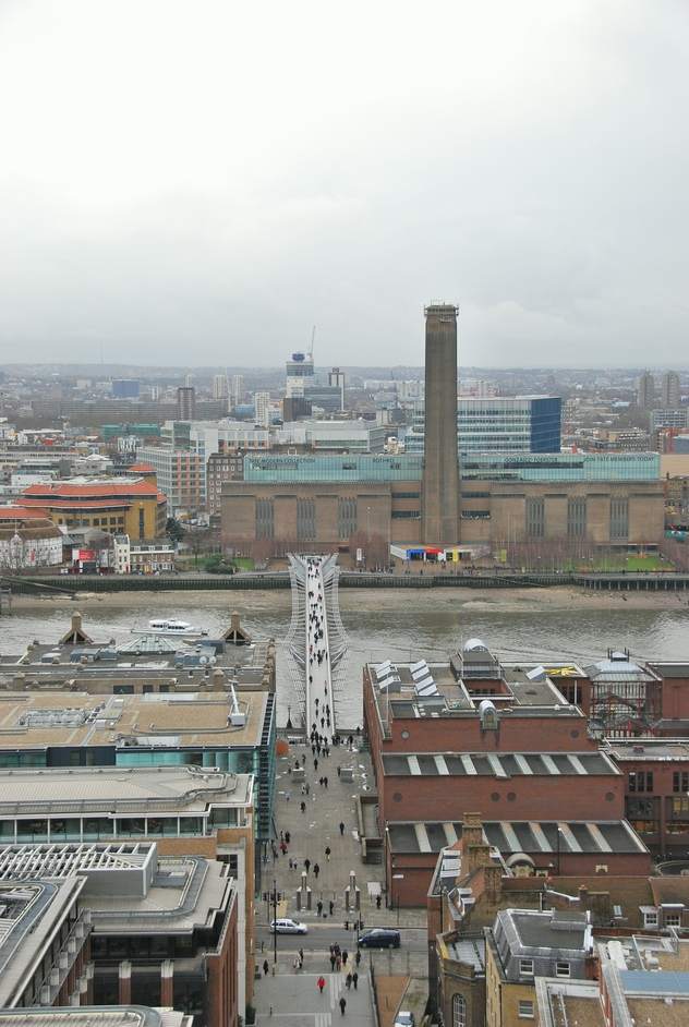 Tate Modern London  Nearby hotels, shops and restaurants ...