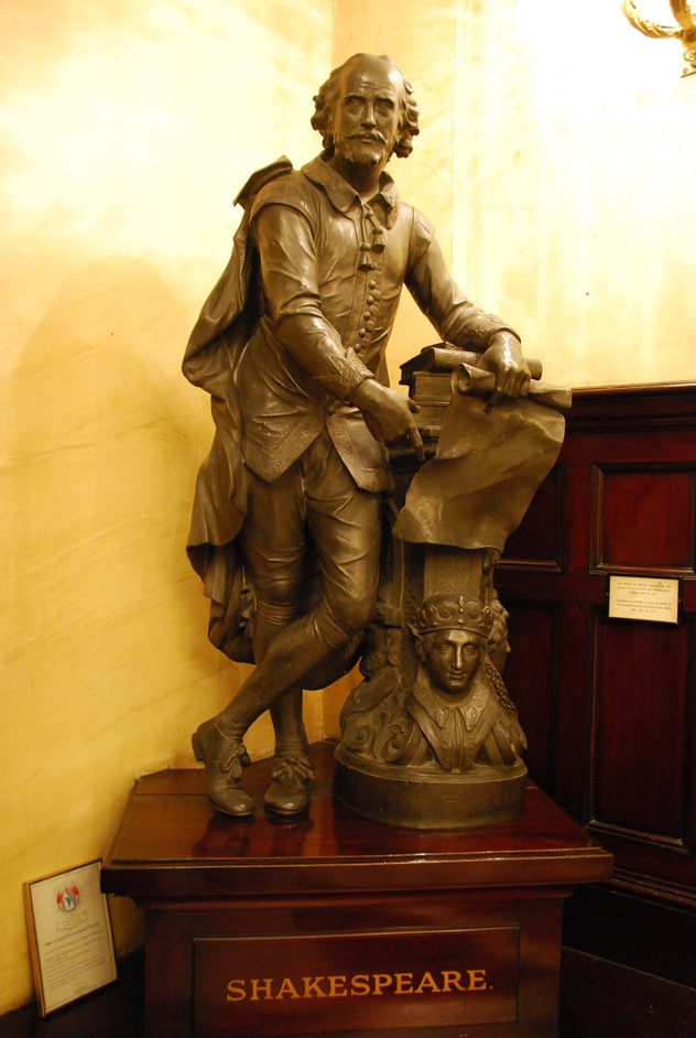 Theatre Royal Drury Lane - William Shakespeare Statue Inside The Box Office At Theatre Royal