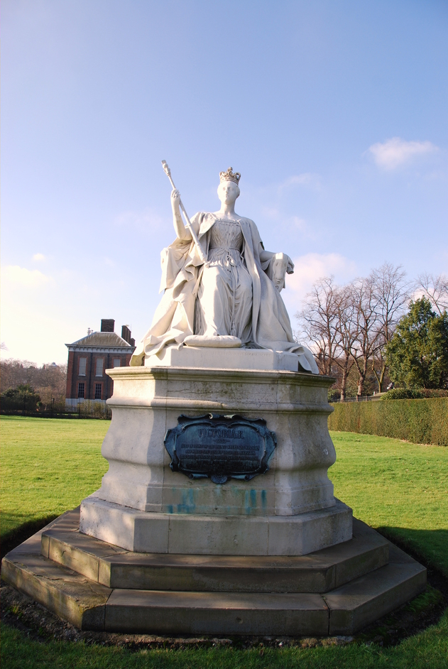 The Orangery (Kensington Palace) - Queen Victoria Statue