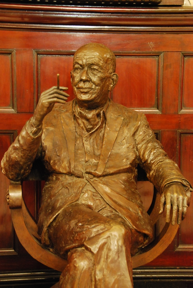 Theatre Royal Drury Lane - Noel Coward Statue Inside The Box Office At Theatre Royal