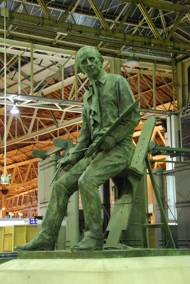 Waterloo Railway Station - Statue Of The English Artist Terence Cuneo