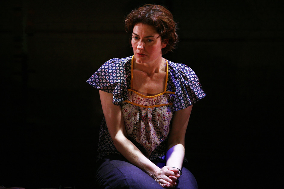 Table - Anna Chancellor (Fiona Russell)