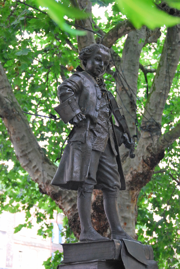 Pimlico Road Farmers' Market - Statue Of Wolfgang Amadeus Mozart