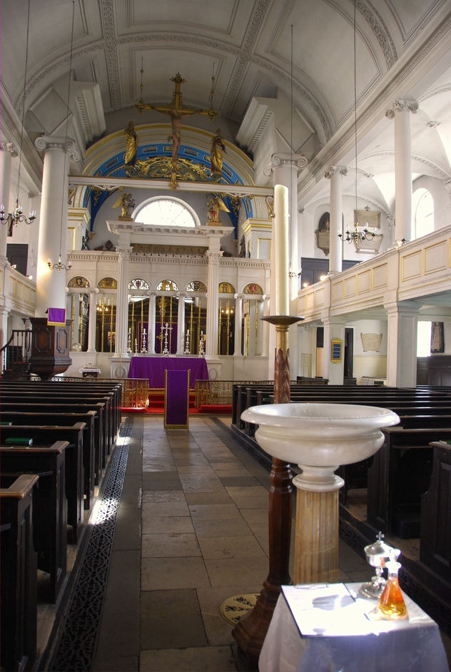 Mount Street - Grosvenor Chapel Interior