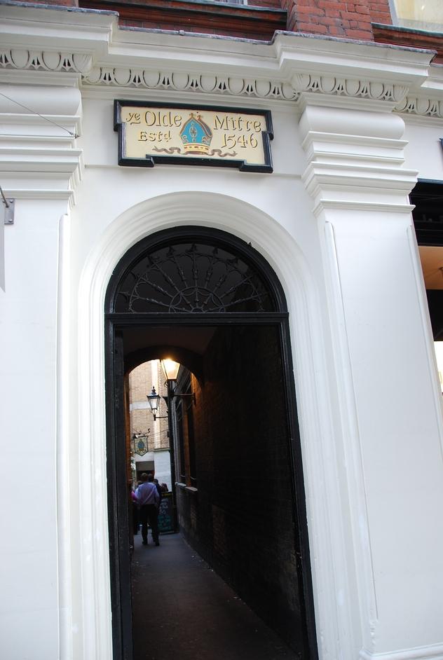 Ye Old Mitre Tavern - Ye Old Mitre Entrance