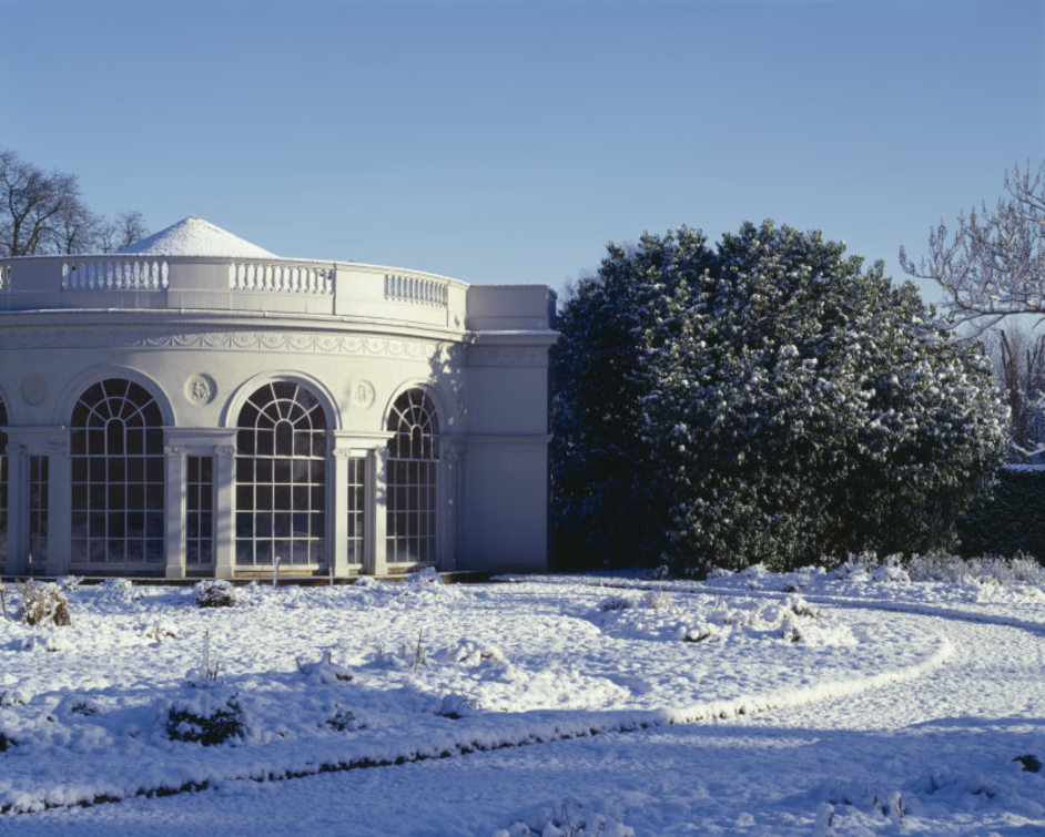 Osterley Park and House - The semicircular garden house by Robert Adam, 1780, at Osterley Park in the snow © NTPL / Rupert Truman