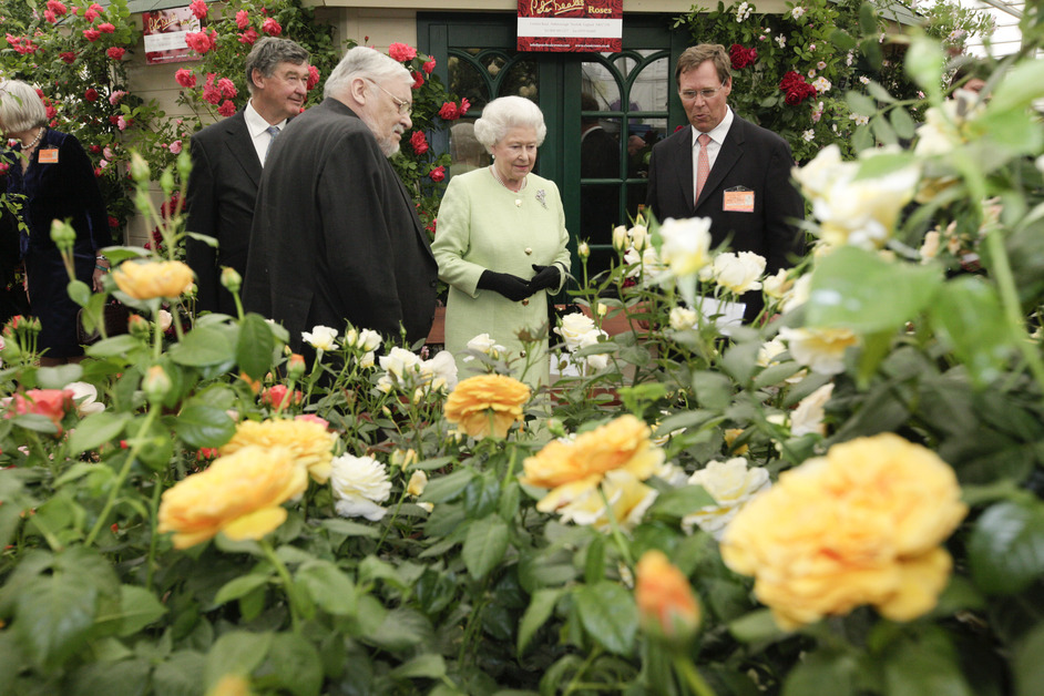 RHS Chelsea Flower Show - The Queen visiting Chelsea Flower Show, 2009. Photo by Jon Enoch/RHS