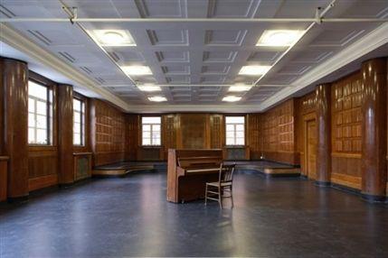 Toynbee Studios - The Court Room