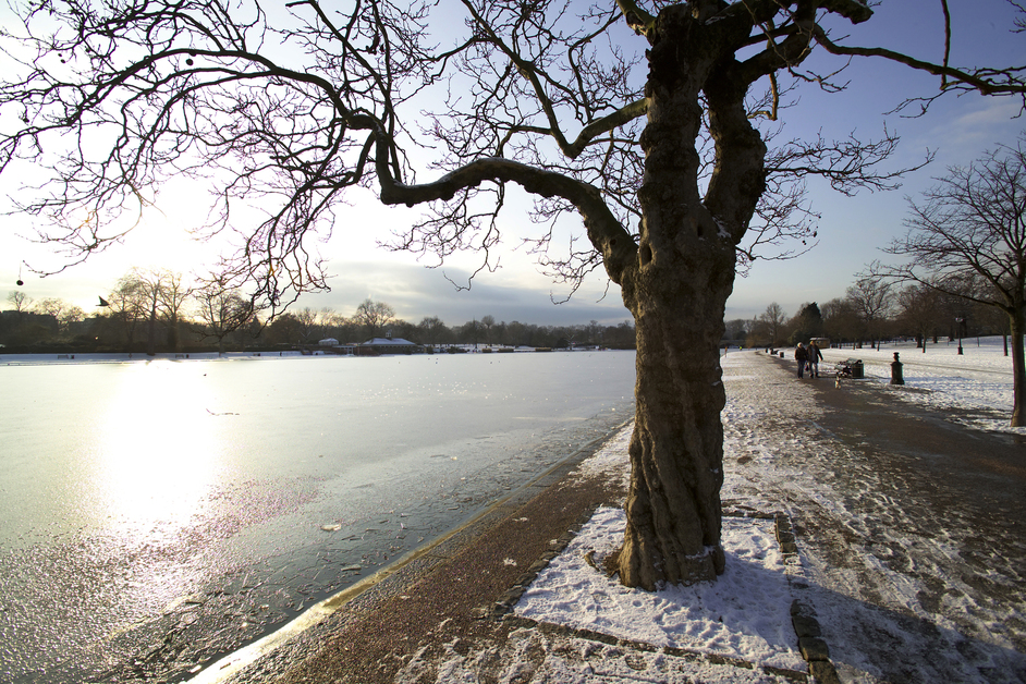 Hyde Park - The Serpentine in Winter - � Indusfoto