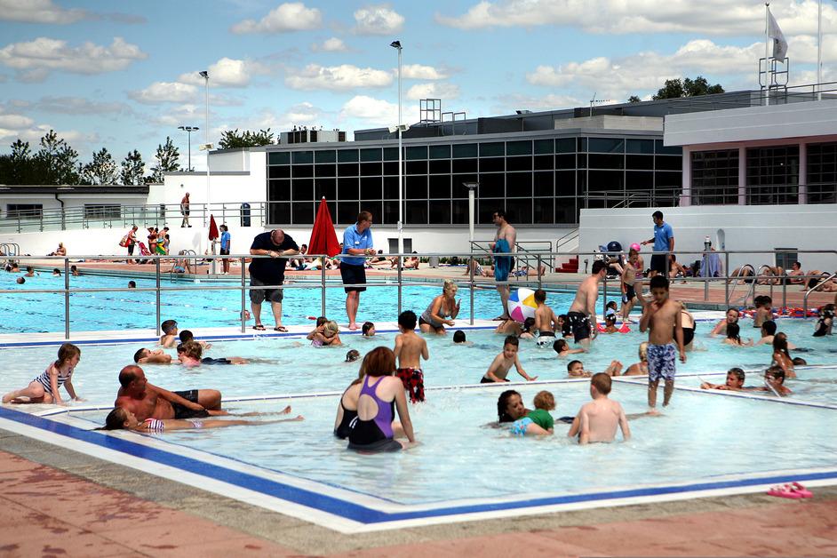 Hillingdon outdoor pool images for Open door swimming pool london