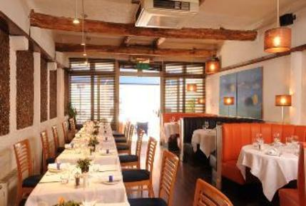 Hotels near pescatori fish seafood restaurant london for Where can i buy fish near me