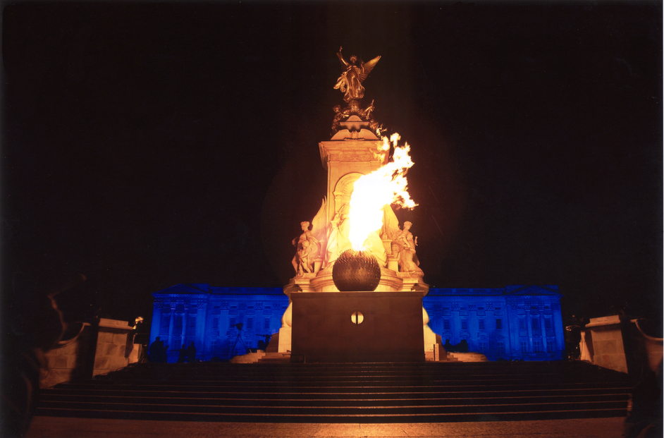The Queen's Diamond Jubilee Beacons - The Queen's Golden Jubilee Beacon at Buckingham Palace, 4th June 2002