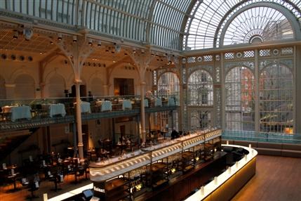 The Amphitheatre Restaurant - Royal Opera House - Champagne Bar 1 - Credit Lia Vittone