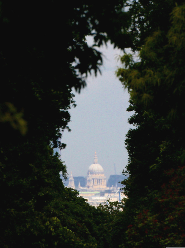 Richmond Park - View of St Paul's Cathedral from King Henry's Mound - � Giles Barnard