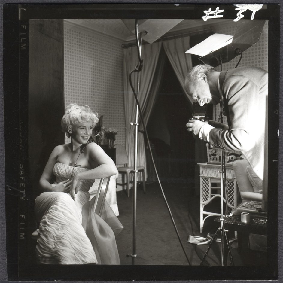 Marilyn Monroe: A British Love Affair - Cecil Beaton photographing Marilyn Monroe by Ed Pfizenmaier, Ambassador Hotel, New York, 22 February 1956 � Ed Pfizenmaier