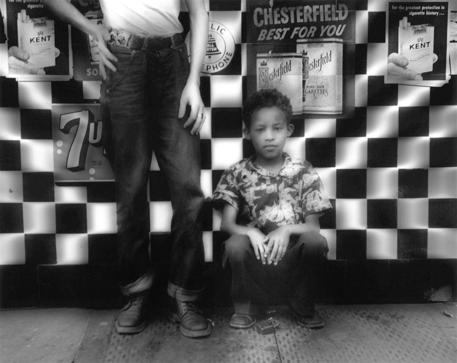William Klein/Daido Moriyama - William Klein, Candy Store, New York, 1955 © William Klein