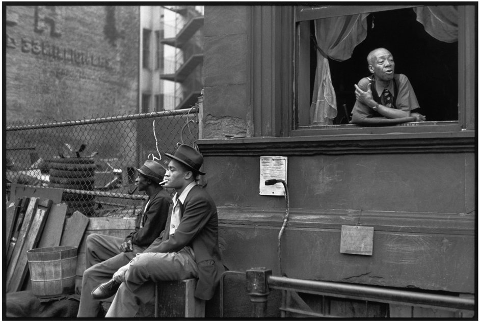 Cartier-Bresson: A Question Of Colour - Harlem, New York, 1947 © Henri Cartier-Bresson/Magnum Photos, Courtesy Fondation Henri Cartier-Bresson