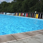 Tooting Bec Lido hotels title=