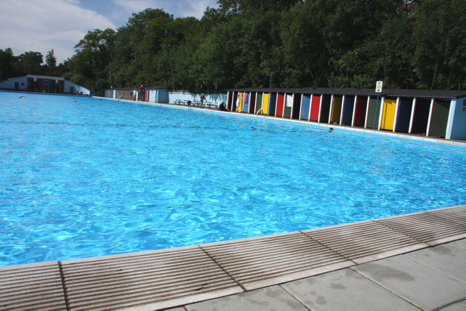 Tooting Bec Lido In London Nearby Hotels Shops And Restaurants