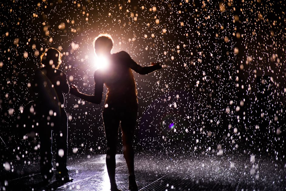 rAndom International: Rain Room - Photo by Sidd Khajuria